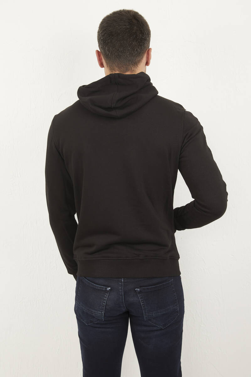 Kapşonlu Fermuarlı Armalı Siyah Sweatshirt
